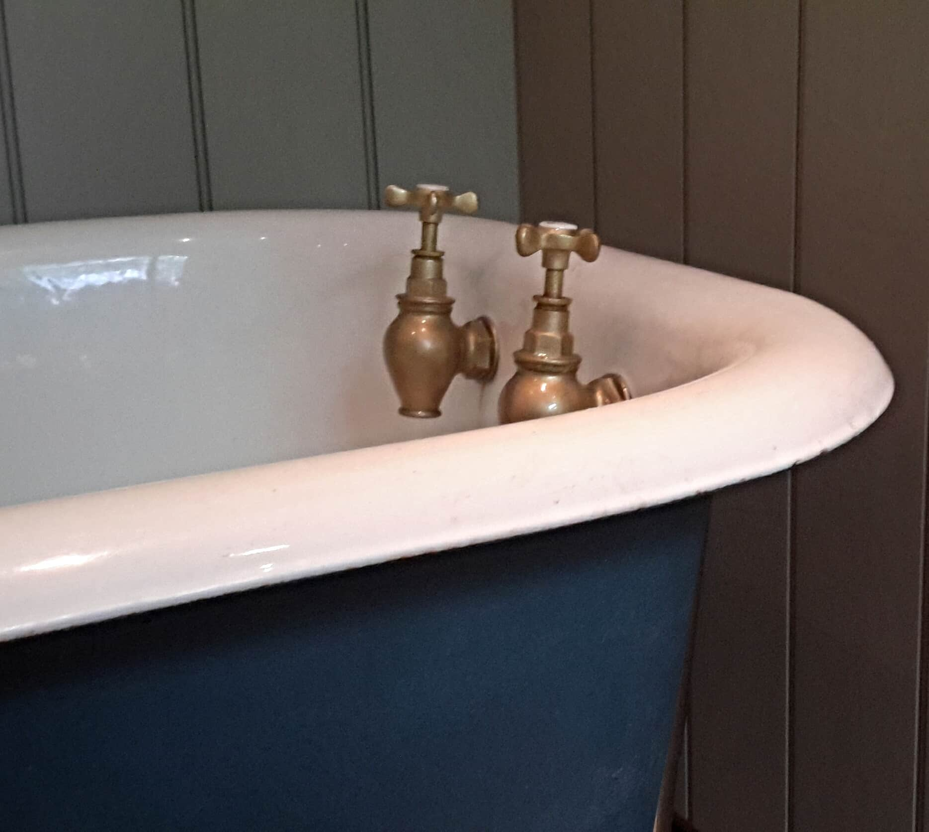 annie sloan chalk paint cast iron bath